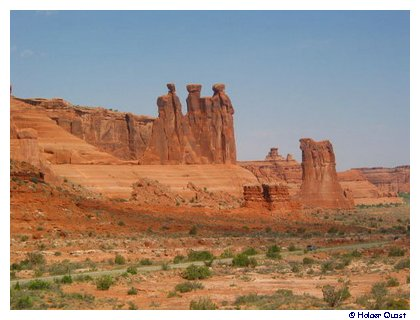 Courthouse Towers - Three Gossips