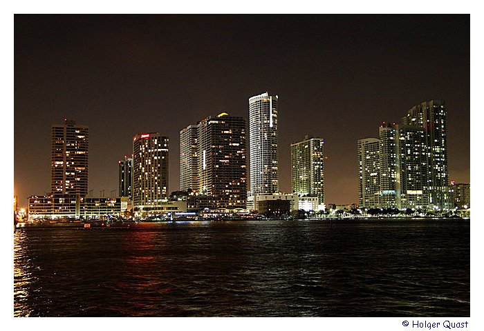 Marriott Biscayne Bay Hotel And Marina at night