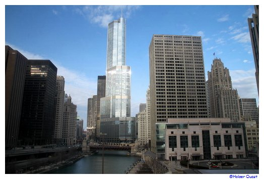 Chicago - Trump Tower - Chicago River